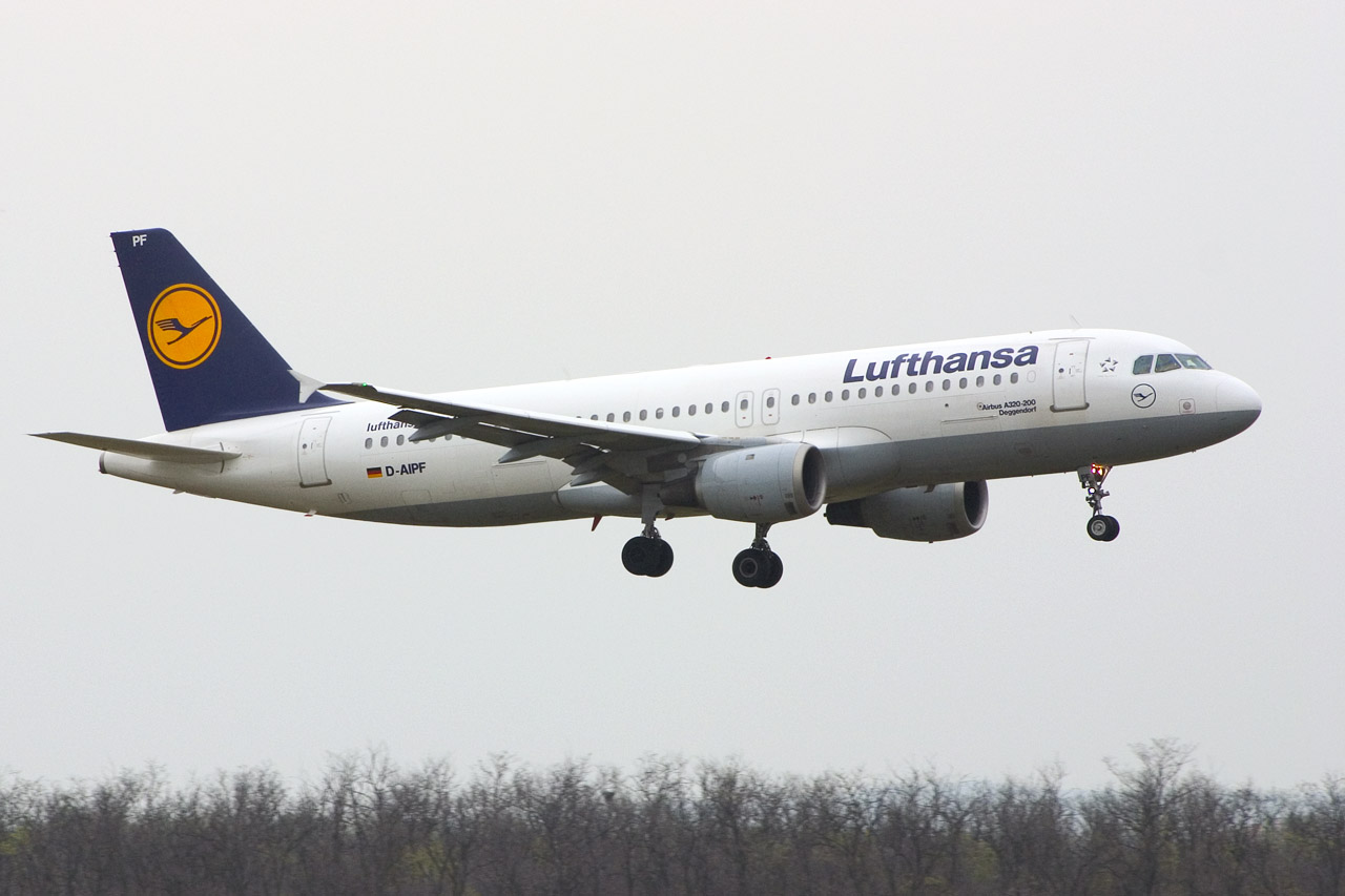 lufthansa airbus a320 211 d aipf ferihegy a photo from budapest hungary nivopix. Black Bedroom Furniture Sets. Home Design Ideas