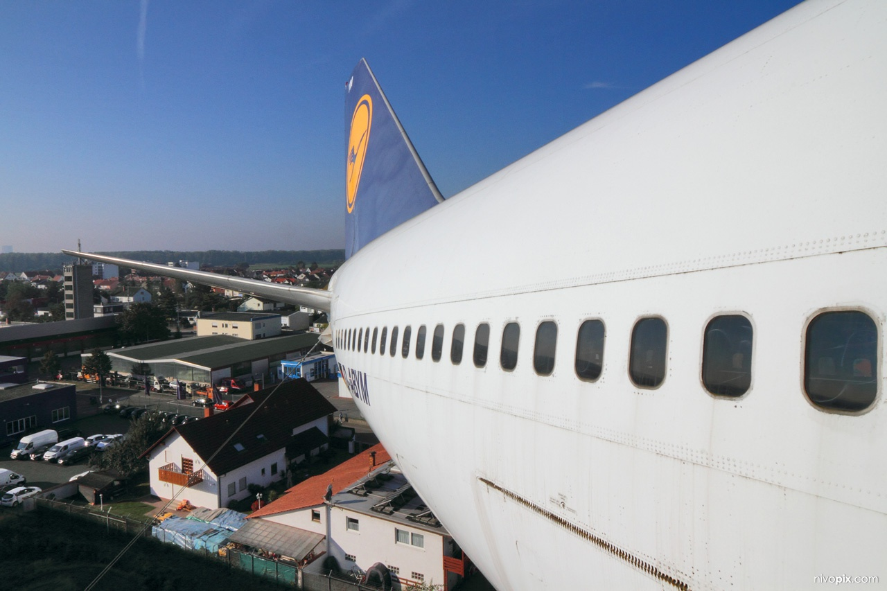 Boeing 747 tail