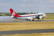 LX-VCA, Cargolux Boeing 747 touch down
